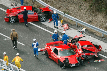 supercar_crash_1205
