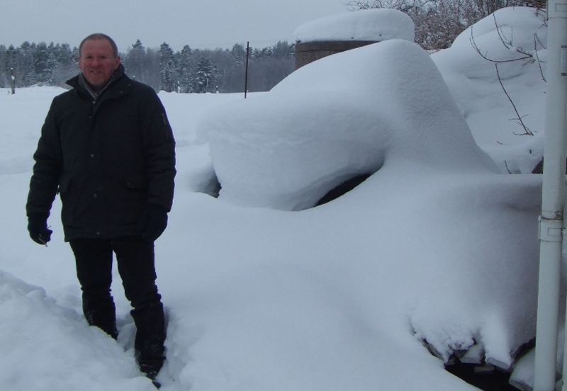 that-pile-of-snow-behind-him-is-a-1960s-beetle